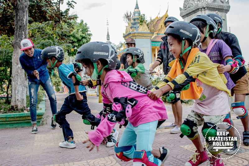 Nhouen teaching students at Skateistan Cambodia
