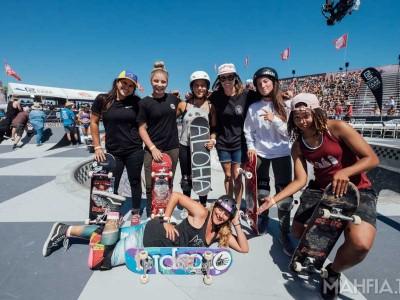 hoopla team: Fabiana Delfino, Alana Smith, Hunter Long, Mimi Knoop, Nicole Hause, Samarria Brevard and Lea Taylor | Photo by Zorah Olivia